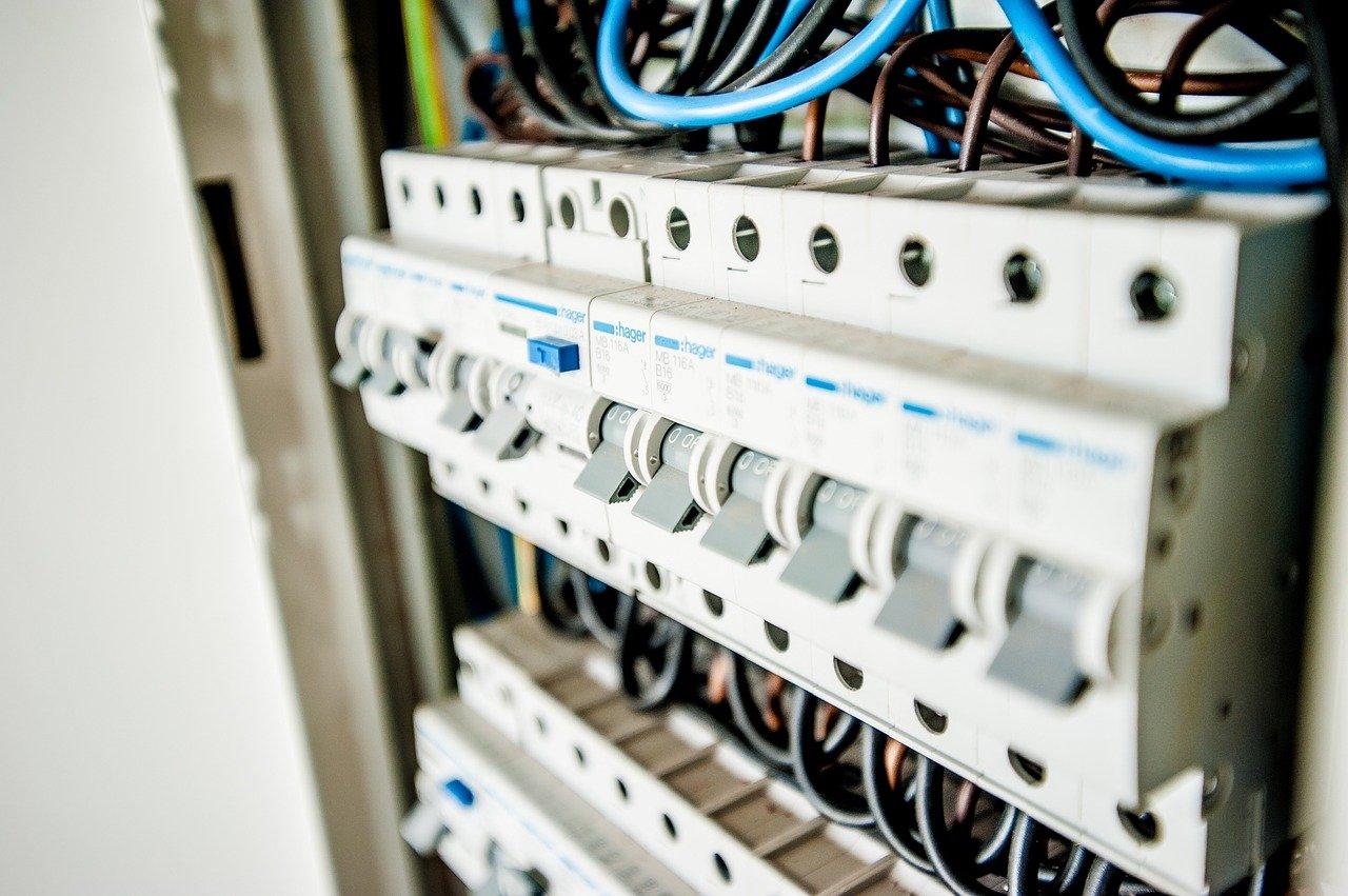 Электробезопасность: порядок присвоения групп с 1 по 4